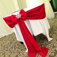 Luxurious, red taffeta cake table sash with bow and snowflake decoration
